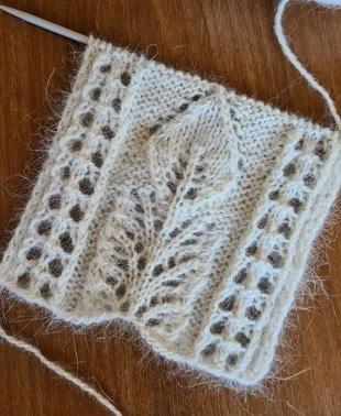 Образец вязания ажурного узора спицами