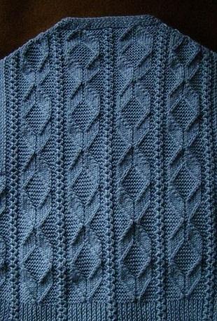Образец вязания геометрического узора спицами