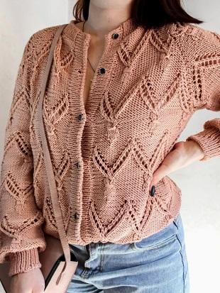 Рельефный узор для вязания кофты спицами
